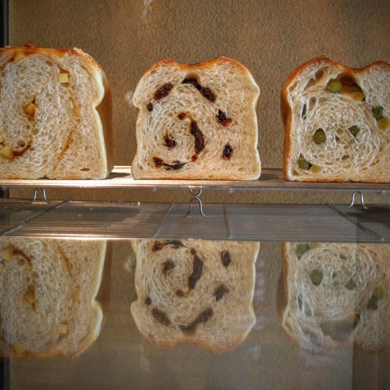 薪窯パンふくくるの食パン